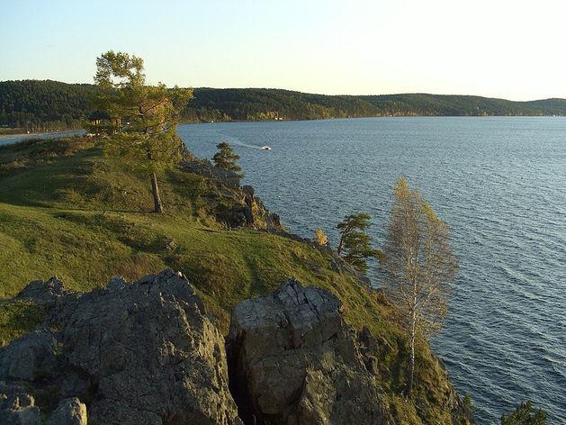 На озере в Челябинской области запретили передвижение катерам с мотором