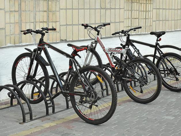 За три недели в Челябинске должны установить около 50 велопарковок