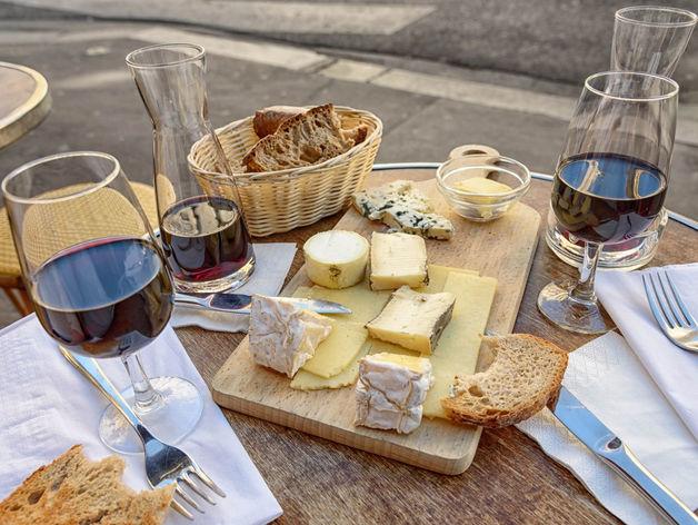 Челябинские ученые придумали, как из сорняка сделать вино и сыр
