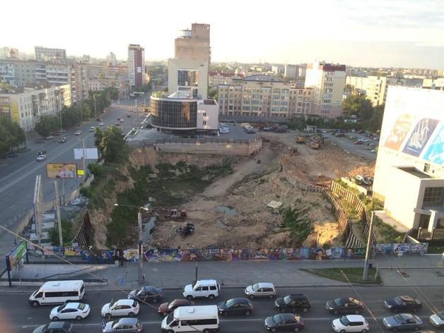 В Челябинске «ожил» долгострой около «Детского мира»