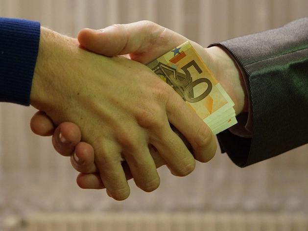 В Челябинске пять компаний оштрафовали за взятки