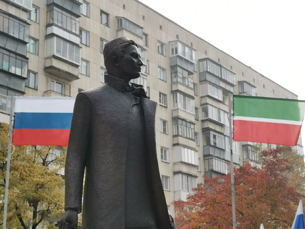 Президент Татарстана открыл в Челябинске памятник поэту Габдулле Тукаю