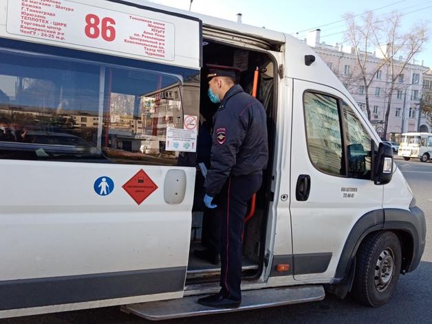 В Челябинске штрафуют нарушителей масочного режима в общественном транспорте