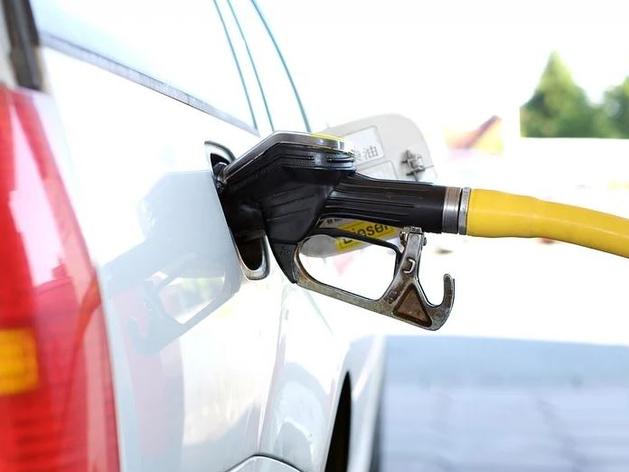 В Челябинске снизились цены на бензин