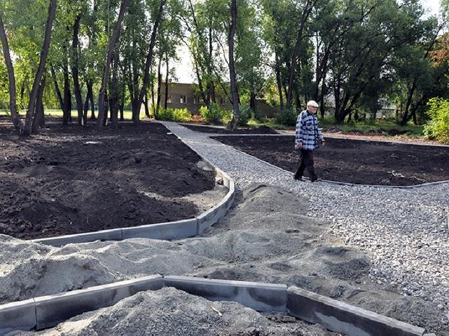 Недосчитались фонарей, урн и лавочек: за невыполненные работы подрядчик взял 1,8 млн руб.
