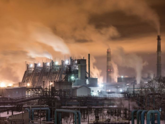 На ЧМК наложили штраф за выбросы во время смога