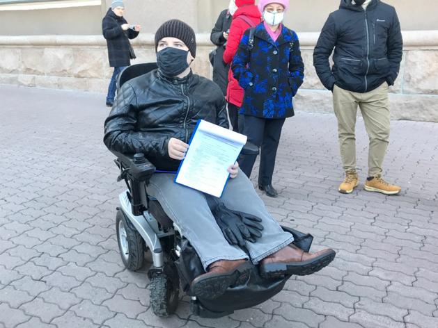 Челябинский оппозиционный депутат-инвалид отказался от мандата из-за безденежья