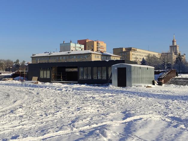 В Челябинске добились сноса недостроенных павильонов у памятника Курчатову