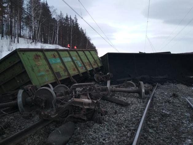 На западе Челябинской области парализовано ж/д-сообщение из-за схода состава с рельсов
