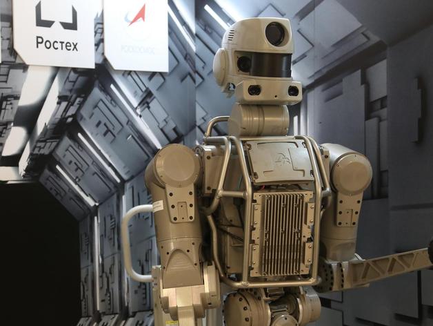 Танки, золото, робот Федор: что привезли на выставку Челябинской области в Совет Федерации