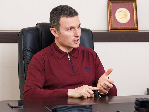 Илья Мительман баллотируется в депутаты Госдумы после скандала с Натальей Котовой