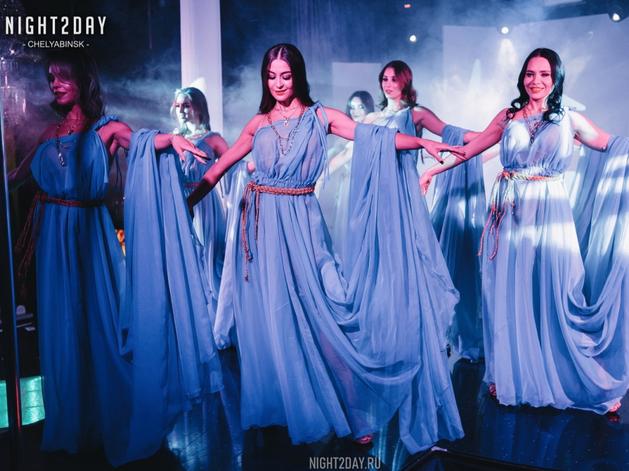 Концерт экс-солиста группы «Лесоповал» и шоу в ритме non-stop: новый сезон в Show Girls
