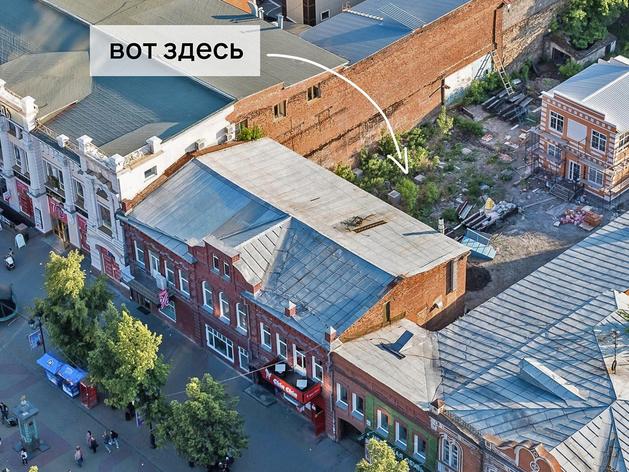 На Кировке заброшенный двор с туалетом предложили превратить в площадку для стритбола