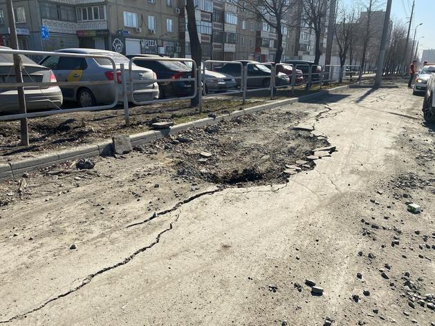 Широкие трещины и серьезные дефекты на годовалых дорогах: подрядчикам вынесены предписания