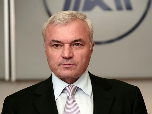Виктор Рашников продал часть своей доли в ММК