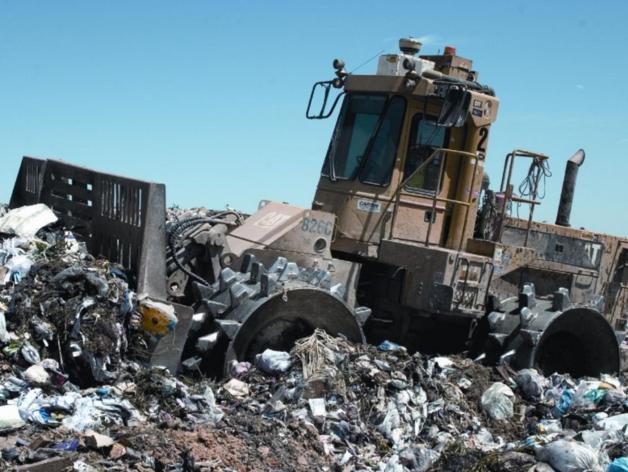 Кто уберет мусор? Мэрия проводит аукцион на ликвидацию незаконной свалки в Челябинске