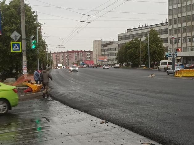 Прокуратура проверяет работы на Комсомольском, а мэрия возобновила ремонт