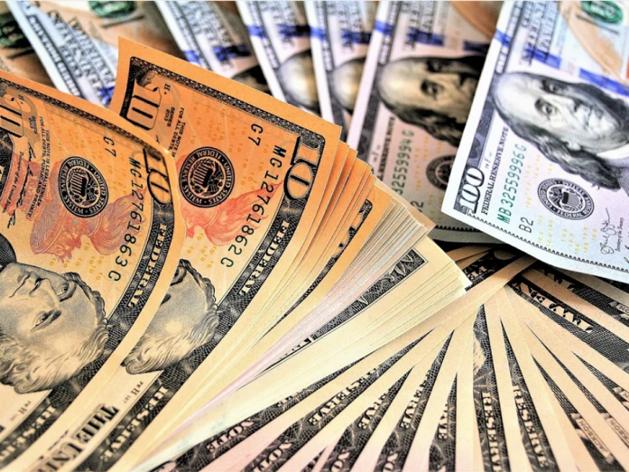 Почти половина жителей Урала предпочитают хранить сбережения в валюте