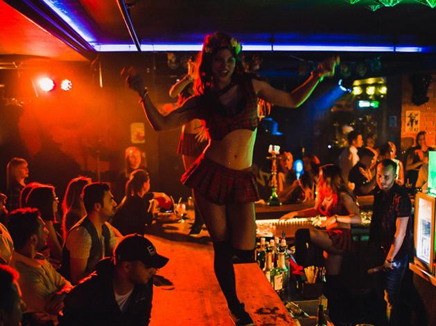 В барах и ресторанах на Кировке не будут запрещать торговлю алкоголем по ночам