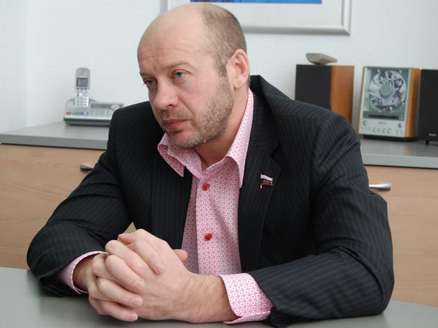 На Олега Колесникова и его семью собираются повесить миллиардные долги аптеки «Классика»