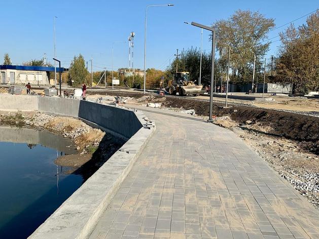 В отдаленном микрорайоне Челябинска построили набережную вокруг пруда